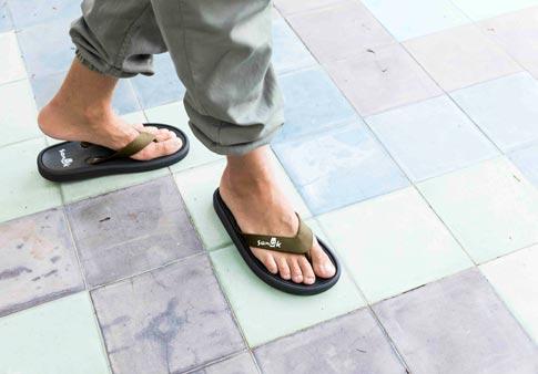 Sanuk Women/'s Sidewalker Flip-Flop